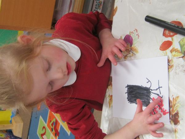 Finger painting a Chinese blossom tree