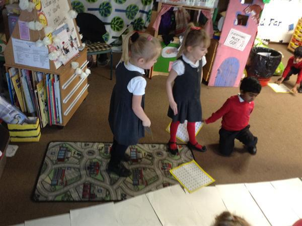 Group using different resources to count in tens
