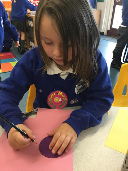 Carefully drawing around 2D shapes