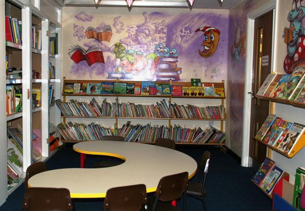 Library / Llyfrgell