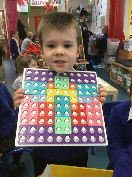 We made symmetrical pictures with the Numicon