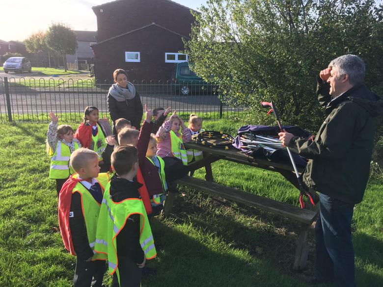 Litter picking briefing from Gwil
