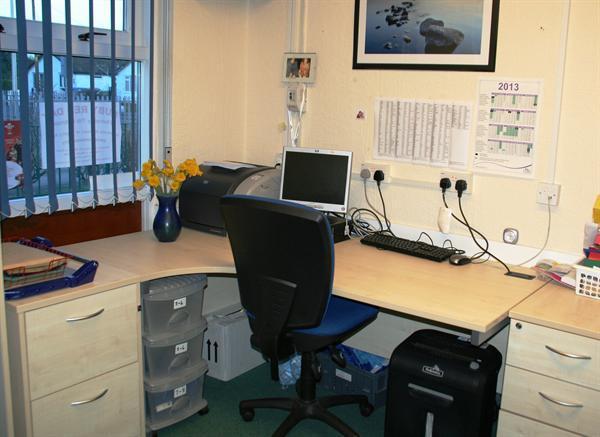 School Office / Swyddfa'r Ysgol