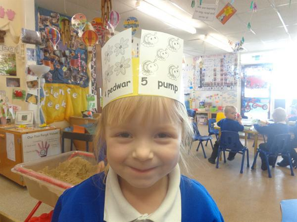 Making welsh number hats