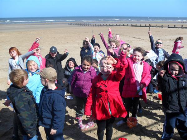 Year 3 & 4 enjoy the beach!