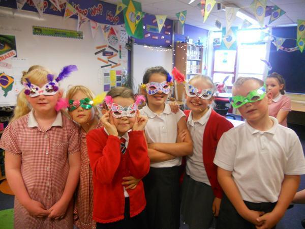 Year 3 Create their Carnival Masks