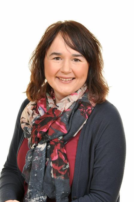 Mrs Y Jones. Athrawes Derbyn/Reception teacher