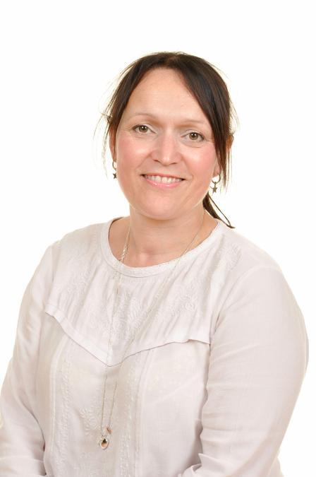Mrs L Powell. Athrawes Blwyddyn 3/Year 3 Teacher